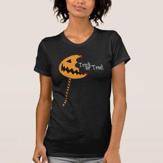 トリック・オア・トリートの破裂音-レディースはティーにのせます(暗闇) Tシャツ