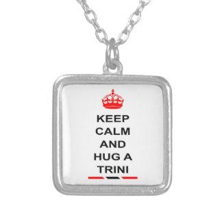 トリニダードトバゴは平静を保ち、Triniを抱き締めます シルバープレートネックレス