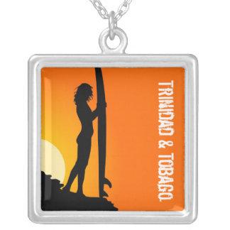 トリニダード及びトバゴのビーチのサーファー シルバープレートネックレス