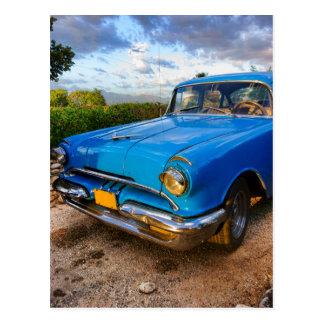 トリニダード、キューバの古いアメリカのクラシックな車 ポストカード