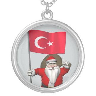 トルコの旗を持つおもしろいなサンタクロース シルバープレートネックレス