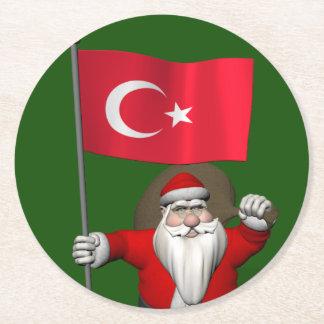 トルコの旗を持つおもしろいなサンタクロース ラウンドペーパーコースター
