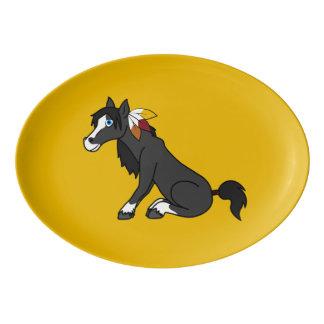 トルコの羽を持つ感謝祭の黒い馬 磁器大皿