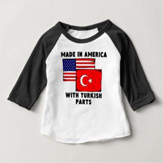 トルコの部品が付いているアメリカで作られる ベビーTシャツ