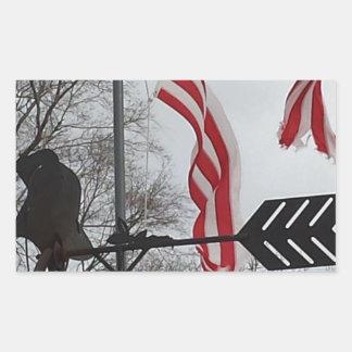 トルネードによって傷つけられるが旗、決して壊される 長方形シール