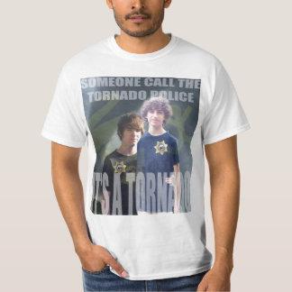 トルネード警察 Tシャツ