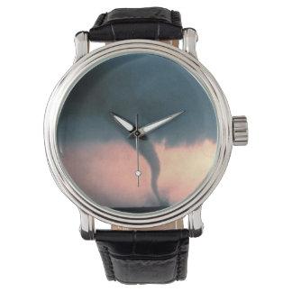 トルネード 腕時計