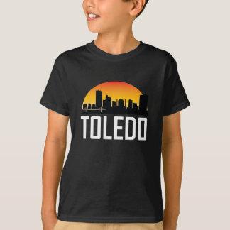 トレドオハイオ州の日没のスカイライン Tシャツ