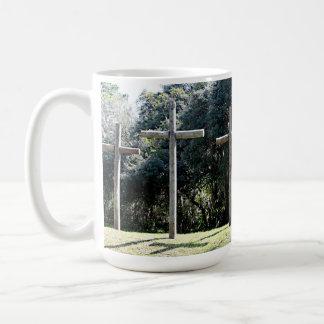 トレバーによる写真の丘の3つの十字は主演します コーヒーマグカップ
