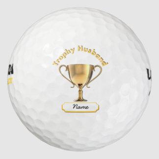トロフィ「夫」のためのトロフィのコップ。 ゴルフボール