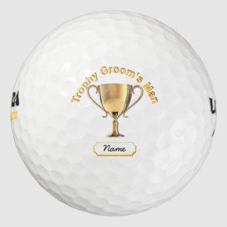 トロフィ「新郎の人」のためのトロフィのコップ。 ゴルフボール