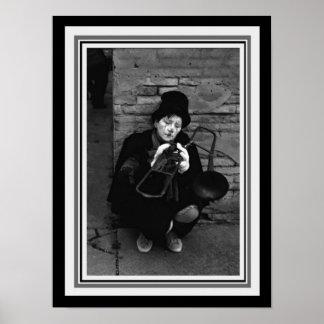 トロンボーン12 x 16を持つヴィンテージB&Wの写真ピエロ ポスター