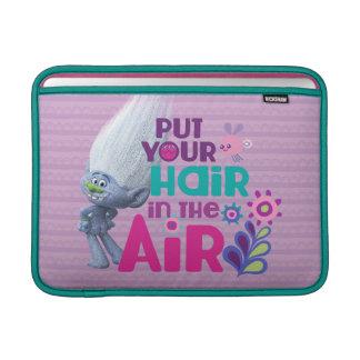 トロールは空気に|あなたの毛を置きました MacBook スリーブ