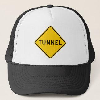 トンネルのハイウェーの印 キャップ