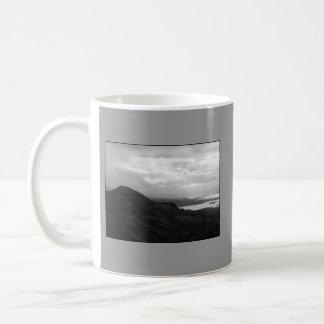 トンネルの道アイルランドからのBantry湾 コーヒーマグカップ