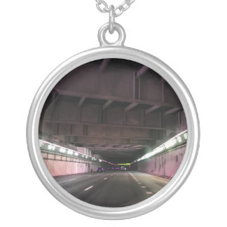 トンネル2の大きいネックレスの写真 シルバープレートネックレス