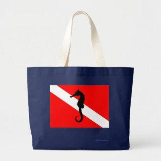 トートバック-タツノオトシゴの飛び込みの旗 ラージトートバッグ