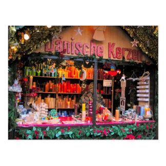 ドイツのクリスマスのカラフルな蝋燭 ポストカード