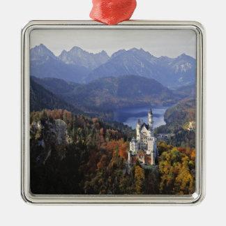 ドイツのババリア、ノイシュヴァンシュタイン城城。 王 シルバーカラー正方形オーナメント