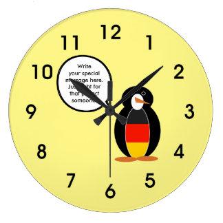 ドイツの旗の話すペンギン ラージ壁時計