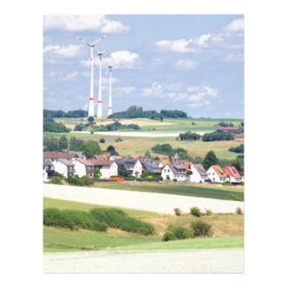 ドイツの村は風車およびトウモロコシ畑を収容します レターヘッド