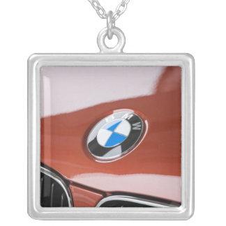ドイツのBayernババリア、ミュンヘン。 BMWのふち飾り車2 シルバープレートネックレス