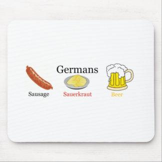ドイツ人: ソーセージ、塩漬けキャベツ、ビール マウスパッド
