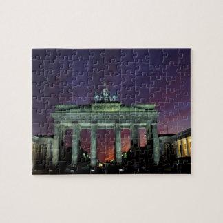 ドイツ、ベルリン。 夜のブランデンブルク門 ジグソーパズル
