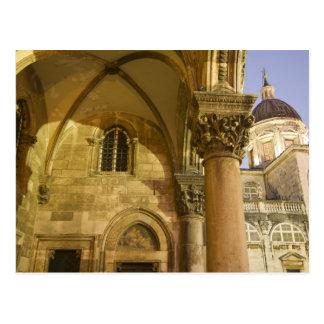 ドゥブロブニクのカテドラルが付いている司祭の宮殿のアーチ ポストカード