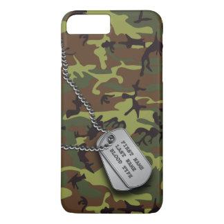 ドッグタッグとの緑の迷彩柄 iPhone 8 PLUS/7 PLUSケース