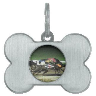 ドッグレースのグレイハウンドのスポーツのなイメージ ペットネームタグ