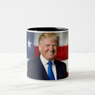 ドナルド・トランプの米国旗のマグ ツートーンマグカップ