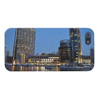 ドバイのマリーナの青い時間の超高層ビル iPhone 5 CASE