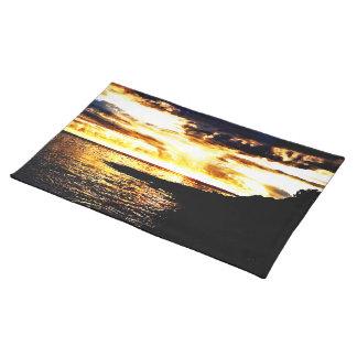 ドミニカの水上の金日没 ランチョンマット