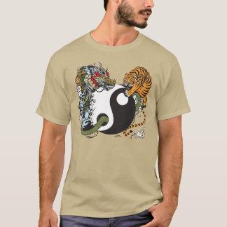 ドラゴンおよびトラの陰陽の記号 Tシャツ