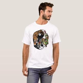 ドラゴンおよびトラの陰陽 Tシャツ