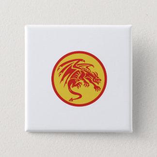ドラゴンのガーゴイルの身をかがめる円のレトロ 5.1CM 正方形バッジ