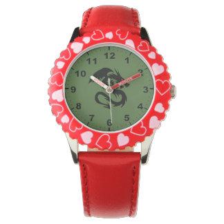 ドラゴンのデザインの腕時計 腕時計
