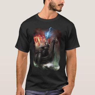 ドラゴンのバイキングの船の暗闇のTシャツ Tシャツ