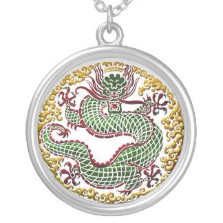 ドラゴンの円形浮彫り シルバープレートネックレス