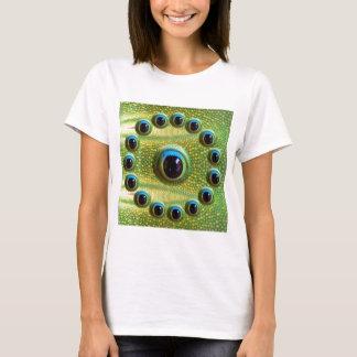 ドラゴンの鋭いHD定義カメラの目 Tシャツ