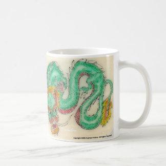 ドラゴンのScrimshaw コーヒーマグカップ