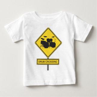 ドラム交差の印-ドラマー及びミュージシャンのための… ベビーTシャツ