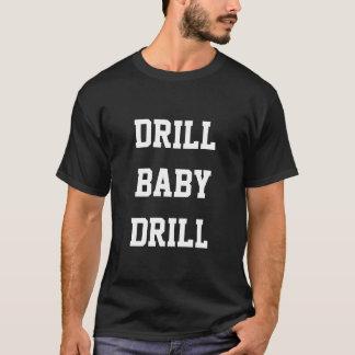 ドリルのベビーのドリル、黒いTシャツ Tシャツ