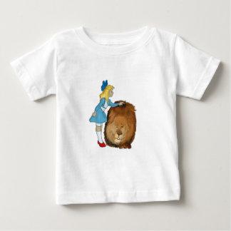 ドロシーおよびライオン ベビーTシャツ