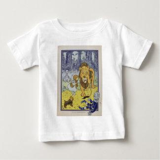 ドロシーおよび臆病なライオン ベビーTシャツ