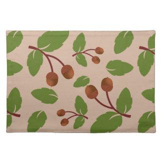 ドングリおよび緑の葉のカスタムパターン ランチョンマット