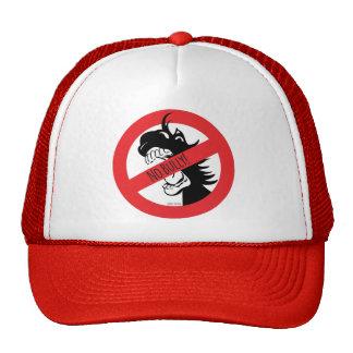 ドングリはいじめっ子の帽子をかみます トラッカーハット