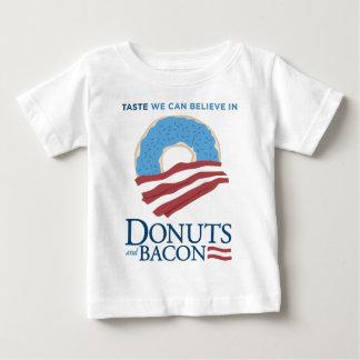 ドーナツおよびベーコン: 私達が信じてもいい好み ベビーTシャツ