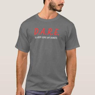 ドーナツを離れて警察官を飼って下さい Tシャツ